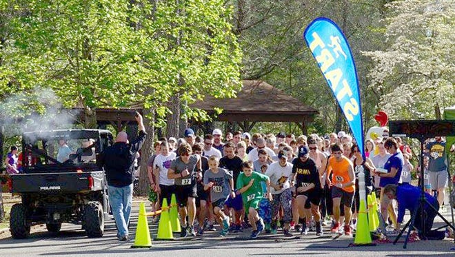 Start of the 2016 DB5K Memorial Race in Bowie Nature Park.