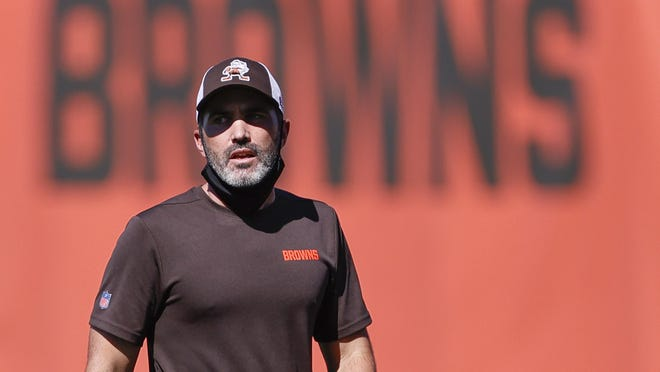 Cleveland Browns head coach Kevin Stefanski directs practice at the NFL football team's training facility Thursday, Aug. 20, 2020, in Berea, Ohio.