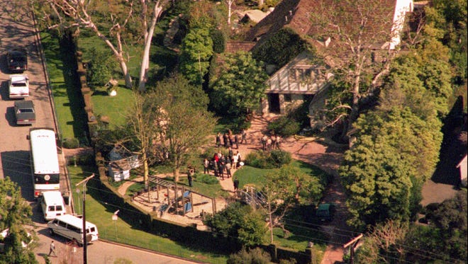 A file photo from 1995 shows jurors viewing O.J.  Simpson's home during the Simpson murder trial.