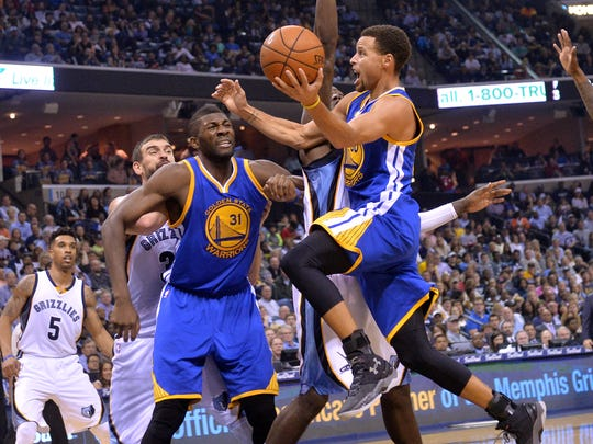 Golden State Warriors guard Stephen Curry (30) shoots against Memphis Grizzlies forward JaMychal Green Warriors center Festus Ezeli (31) and Grizzlies center Marc Gasol battle for position in the first half of an NBA basketball game, Wednesday, Nov. 11, 2015, in Memphis, Tenn.