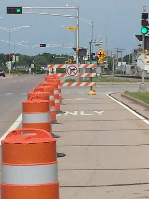 The right turn lane at the intersection of Veterans Parkway and Maple Avenue in Marshfield is closed because of repeated collisions with the traffic signal.