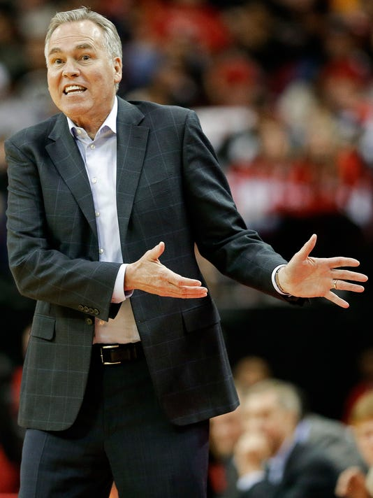Houston Rockets head coach Mike D'Antoni argues a call during the first half of an NBA basketball game against the Dallas Mavericks, Sunday, Feb. 11, 2018, in Houston. (AP Photo/Eric Christian Smith)