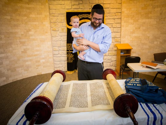 At the Alevy Chabad Jewish Center de Las Cruces, Rabbi