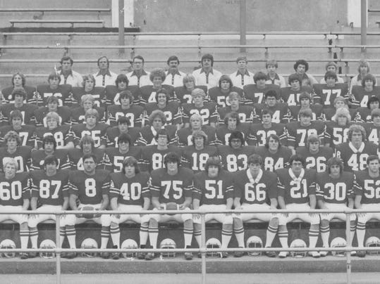1976 PC Football Team bl wh.jpg