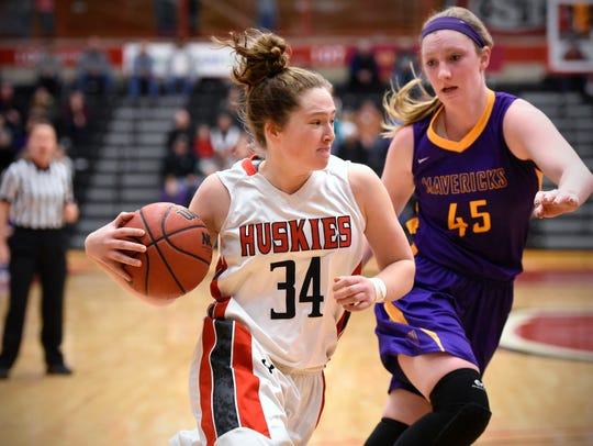 St. Cloud State's Chelsea Nooker drives to the hoop