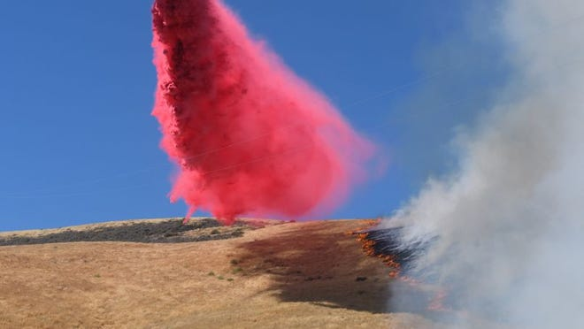 Air tanker makes drop on east side of Soda Fire Wednesday morning