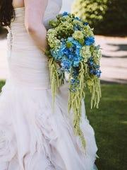 Teardrop bouquet: Rockcastle Florist