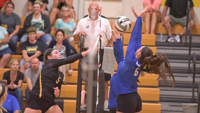 Colonel Crawford's Danielle Horsley makes an attack attempt.