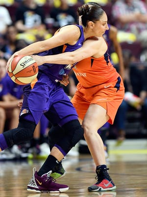 Connecticut Sun guard Rachel Banham, right, defends against Phoenix Mercury guard Diana Taurasi during a WNBA basketball game Friday, July 12, 2019, in Uncasville, Conn. (Sean D. Elliot/The Day via AP)