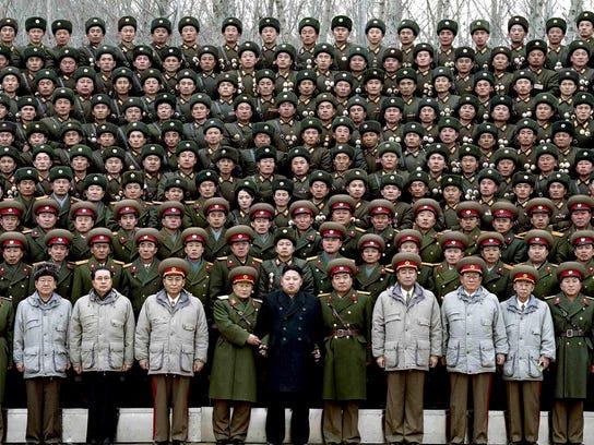 XXX_frontline-n-korea-soldiers-3902-