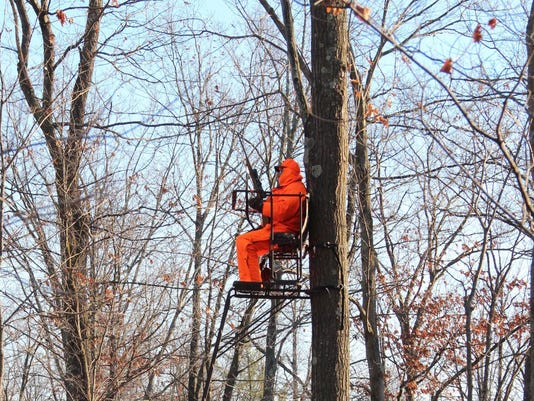 636357268891845875-Deer-hunter-in-treestand.jpg