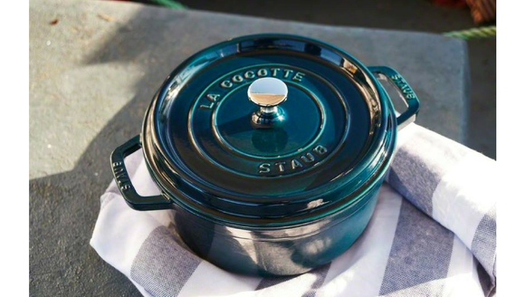 Best gifts for women 2018: Staub Dutch Oven