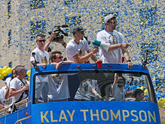 Los jugadores de los Golden State Warriors Klay Thompson