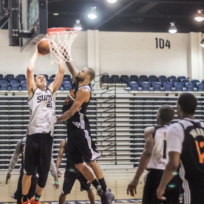 Suns center Alex Len dunks on Tyson Chandler during