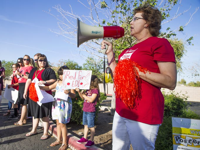 f3ee8a88 Tempe teachers use outside voices to speak up for education funding