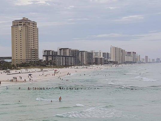 636354470227012342-Human-Chain-Beach-05.JPG
