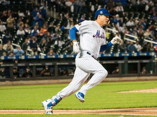 New York Mets third baseman Wilmer Flores (4) runs out a double during the fifth inning of the game against the Arizona Diamondbacks at Citi Field.