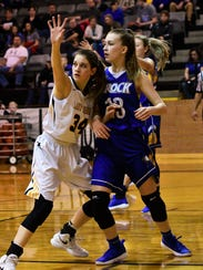 Cisco's Leigh Anne Montell (34) battles for position
