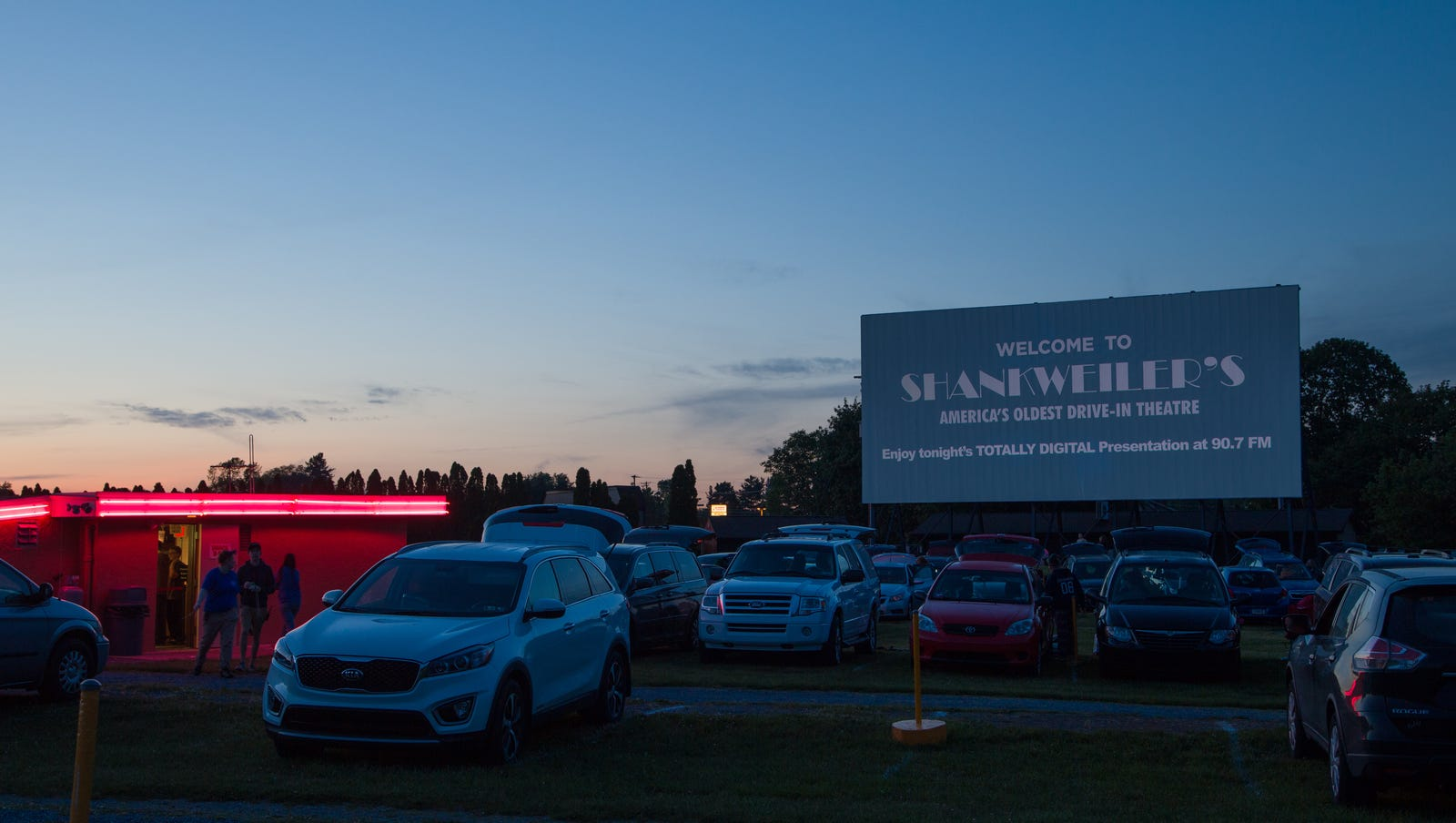 'Aladdin' is playing under the stars at most of these drive-ins this weekend