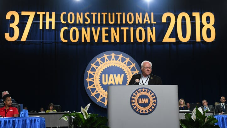 UAW OKs provisions to lower union dues, hike president's pay
