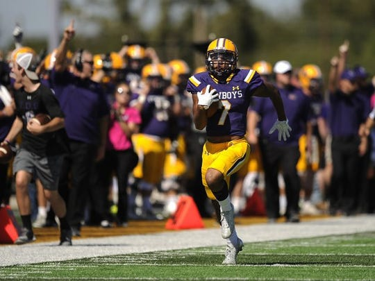 Hardin-Simmons' Alex Bell (7) sprints down the sideline for a 95-yard kickoff return for a touchdown in the second quarter of the Cowboys' 54-15 win on Saturday, Oct. 15, 2016, at HSU's Shelton Stadium.