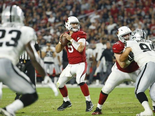 Cardinals quarterback Drew Stanton throws against the