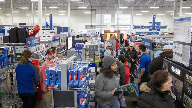 A Best Buy shopping spree is among bowl gifts for players this year.