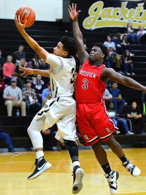 Springfield's Keenan Pullley drives to the basket as Rossview's Javon Vaughn defends.