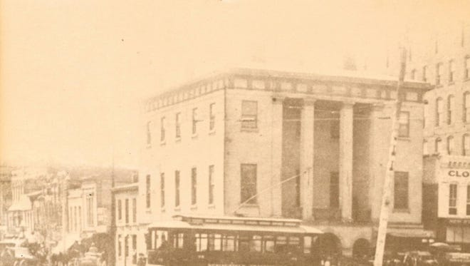 A streetcar in front of old Greene County Courthouse ca. 1910