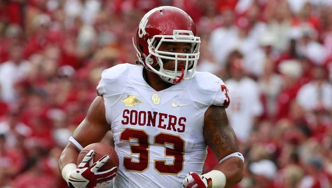 Oklahoma Sooners fullback Trey Millard (33) runs the ball against the Texas Longhorns during the Red River Rivalry at Cotton Bowl Stadium on Oct. 12, 2013.