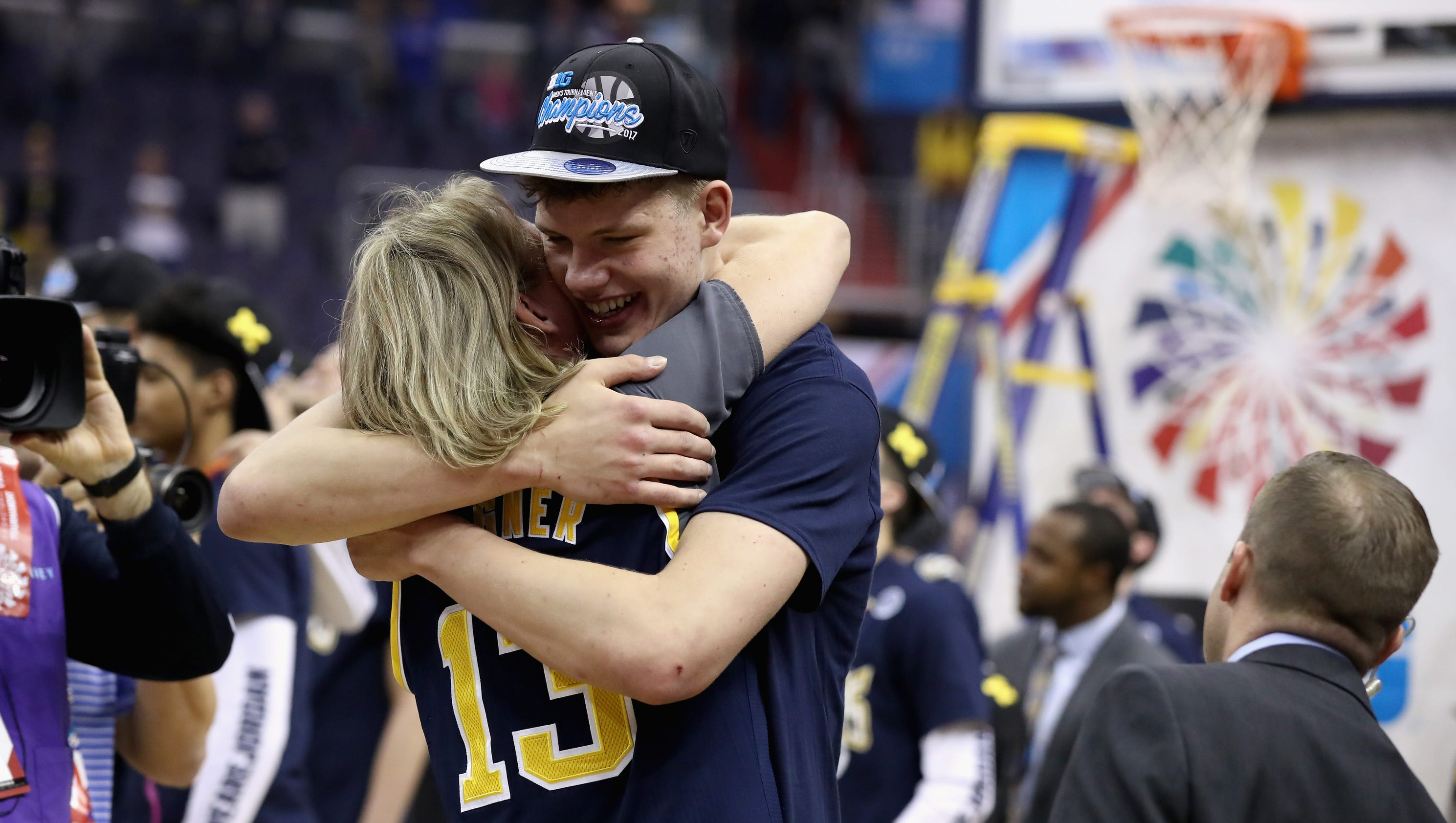 Michigan basketball's Moe Wagner feeds off attention on ...