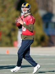 Patriots_Rams_Super_Bowl_Football_81652.jpg