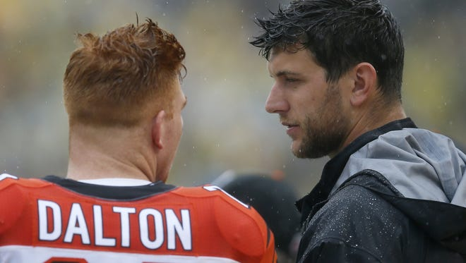 Bengals tight end Tyler Eifert (right) talks to quarterback Andy Dalton on the sidelines during Sunday's game. Eifert returned to practice Wednesday for the first time since his offseason ankle surgery.