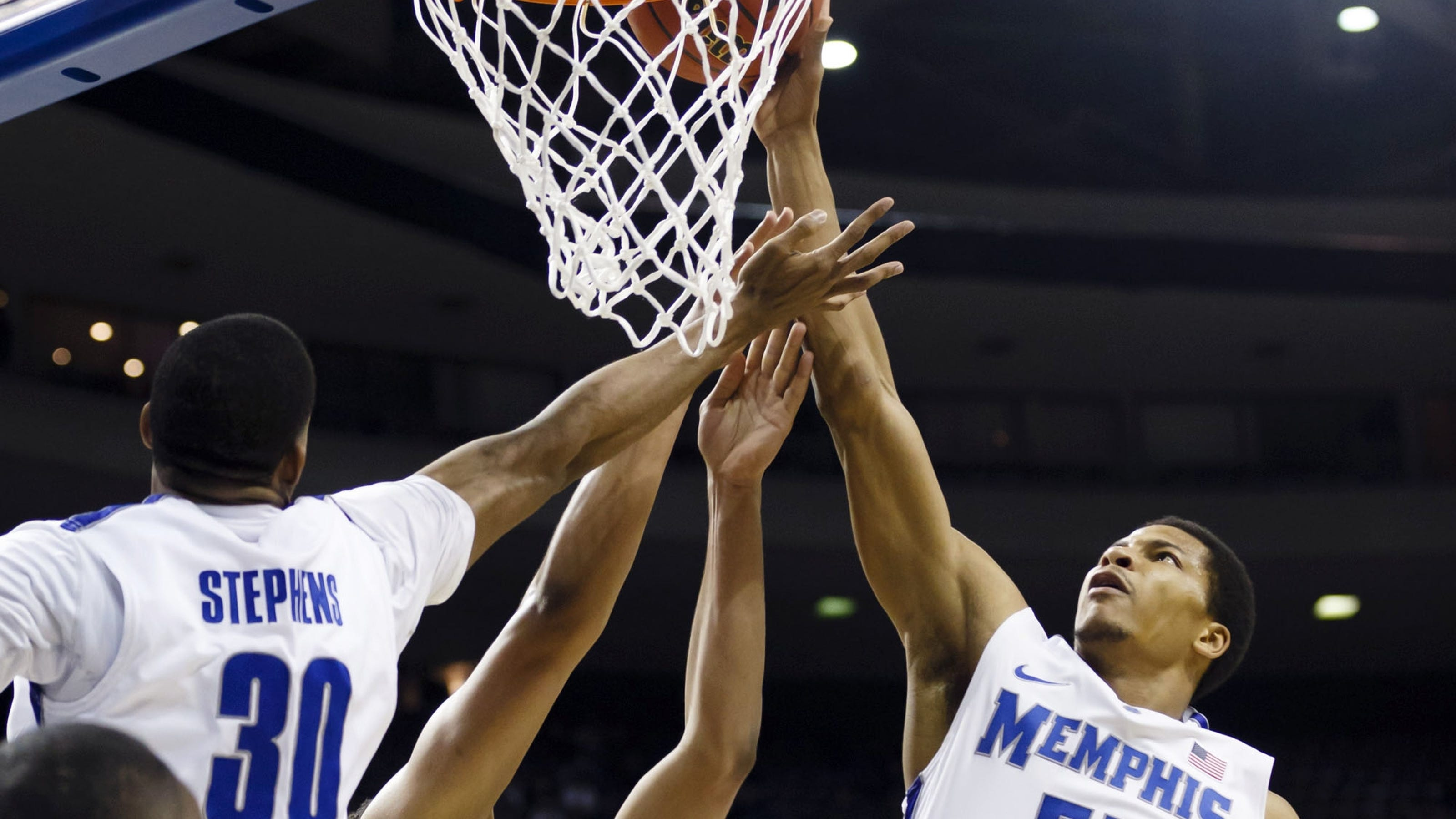 Memphis survives Saint Mary's to advance to the third round