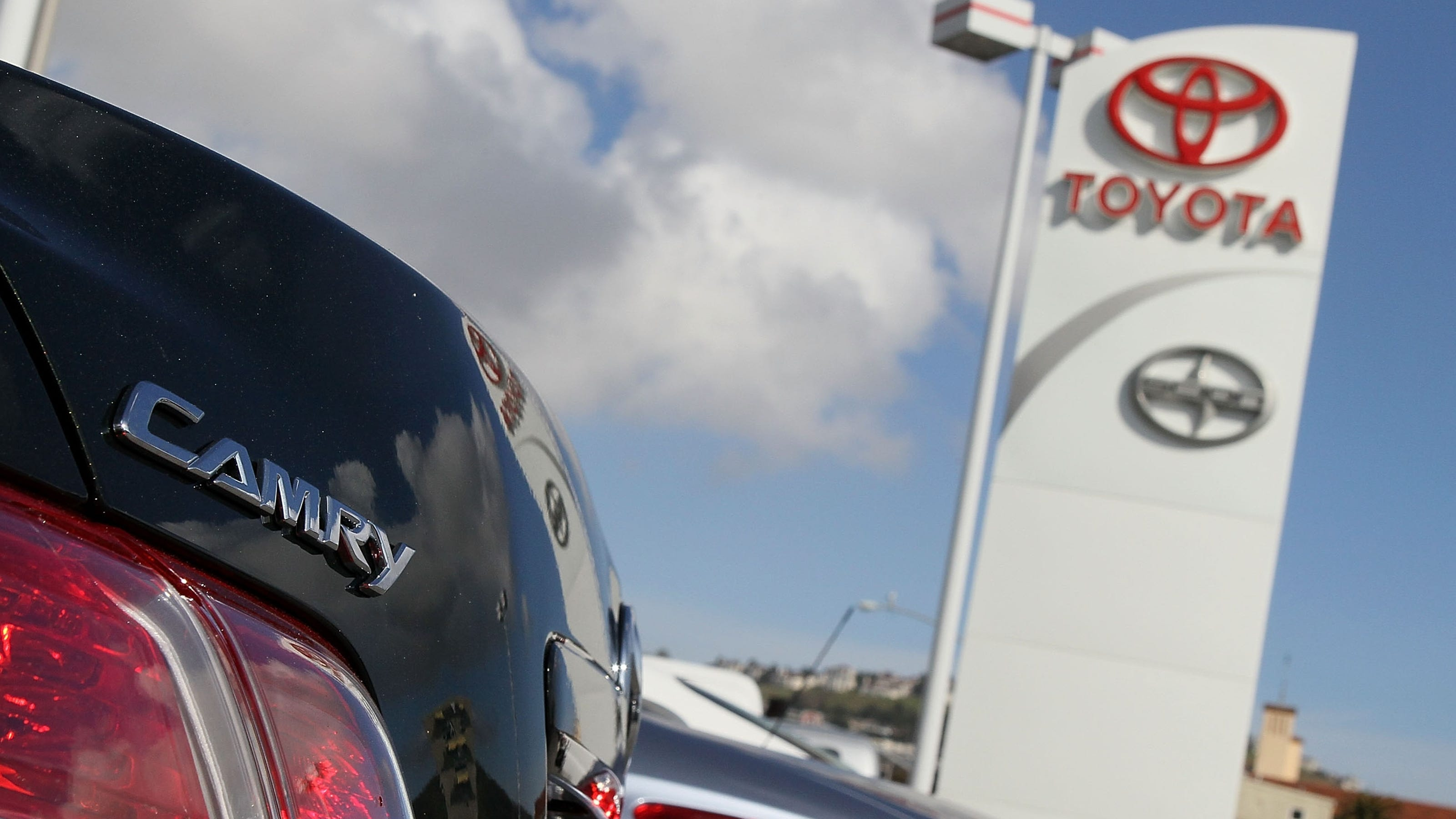 List Toyota Tops Bmw As World S Top Auto Brand
