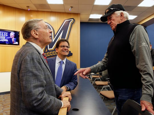Bud Selig, left, talks with Brewers owner Mark Attanasio,