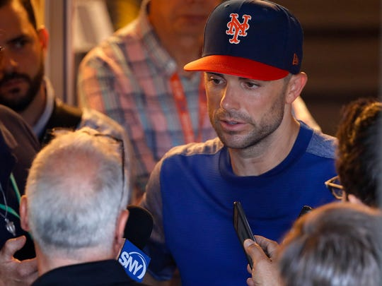 New York Mets' David Wright speaks to members of the