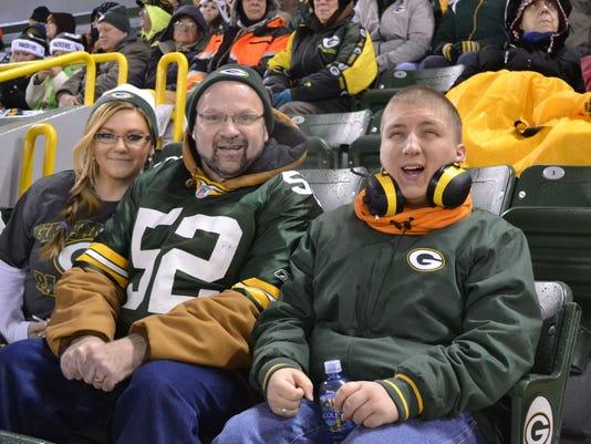 -GPG Blind fan at Packers game for Beliefs photo 1.jpg_20141211.jpg