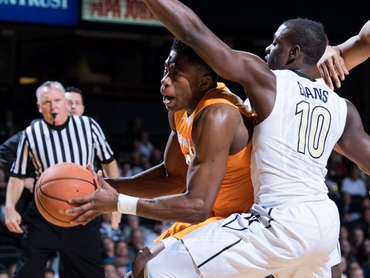 Tennessee forward Admiral Schofield (5) collides with
