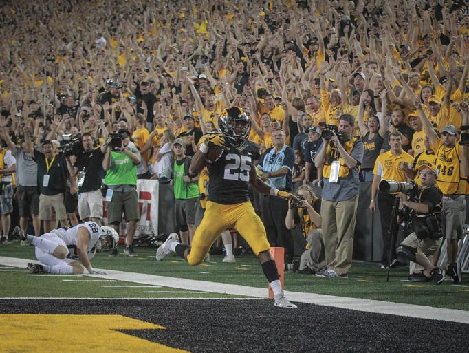 Iowa senior running back scores a touchdown to put