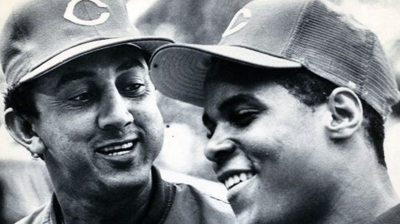 Dave Concepcion (left) welcomes Barry Larkin to the Reds organization after Larkin signed a contract in June of 1985.