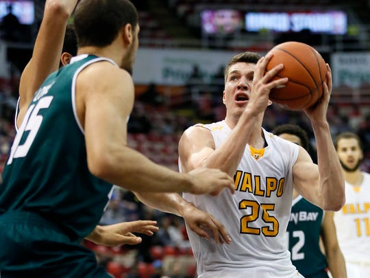 Valparaiso's Alec Peters (25) drives to the basket