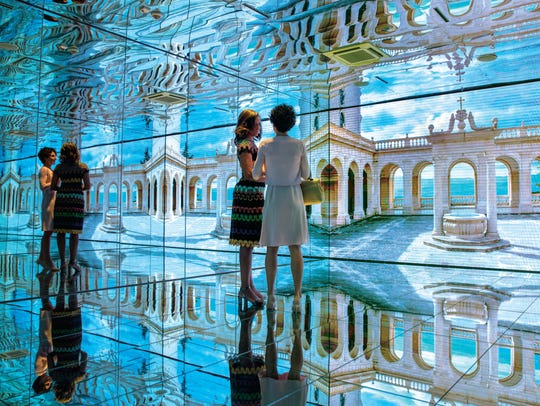 Mrs. Obama in the Mirror Room with Mrs. Agnese Landini