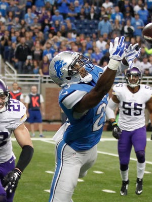 Lions RB Theo Riddick stretches for the overthrown pass in the end zone on fourth down in front of the Vikings Harrison Smith with less then two minutes left in the Vikings 28-19 win on Sunday, October 25, 2015, in Detroit. Julian H. Gonzalez/Detroit Free Press