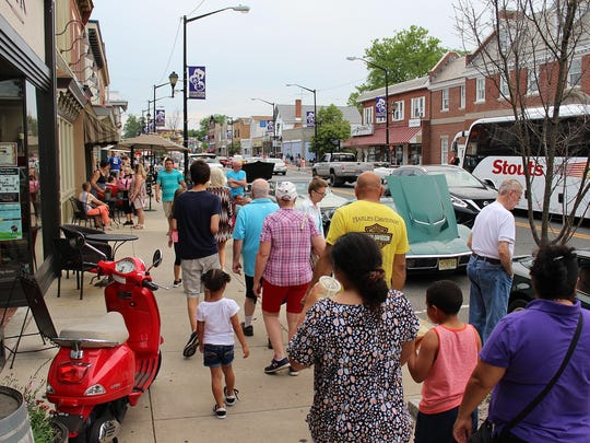 It was a busy night for Bellevue Avenue as the 24th annual Cruisin Mainstreet kicked into high gear.