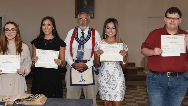 Charlie Ragland (middle) presented scholarships on behalf of the S.B. Mosser Lodge. Scholarship were given to (LtoR) Kaitlyn Timmerman, Sara A. Cadena, Jessi Kae Torres and Nathaniel W. Ragland.