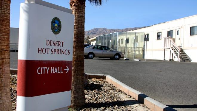The Desert Hot Springs City Council narrowly advanced a loitering ordinance Tuesday.