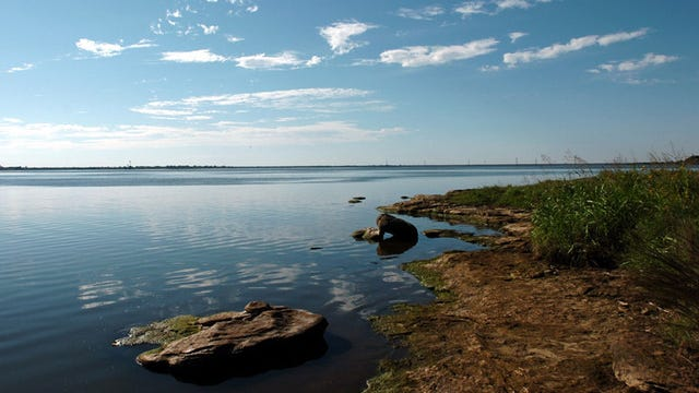 An Amarillo man drowned late Saturday while fishing with his young son at Lake Arrowhead