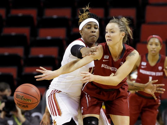 Washington State's Louise Brown, right, gets a pass off in front of Southern California's Kristen Simon during the first half of an NCAA college basketball game in the Pac-12 women's tournament, Thursday, March 3, 2016, in Seattle. (AP Photo/Elaine Thompson)