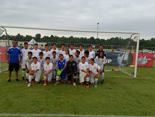 La Laja poses together before a match